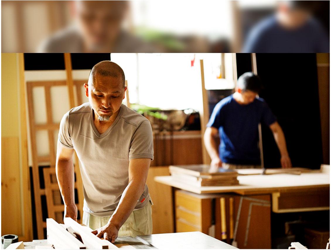 ⾃社の家具⼯場で造作