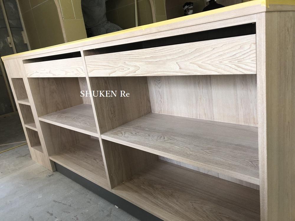 製作中の造作本棚
