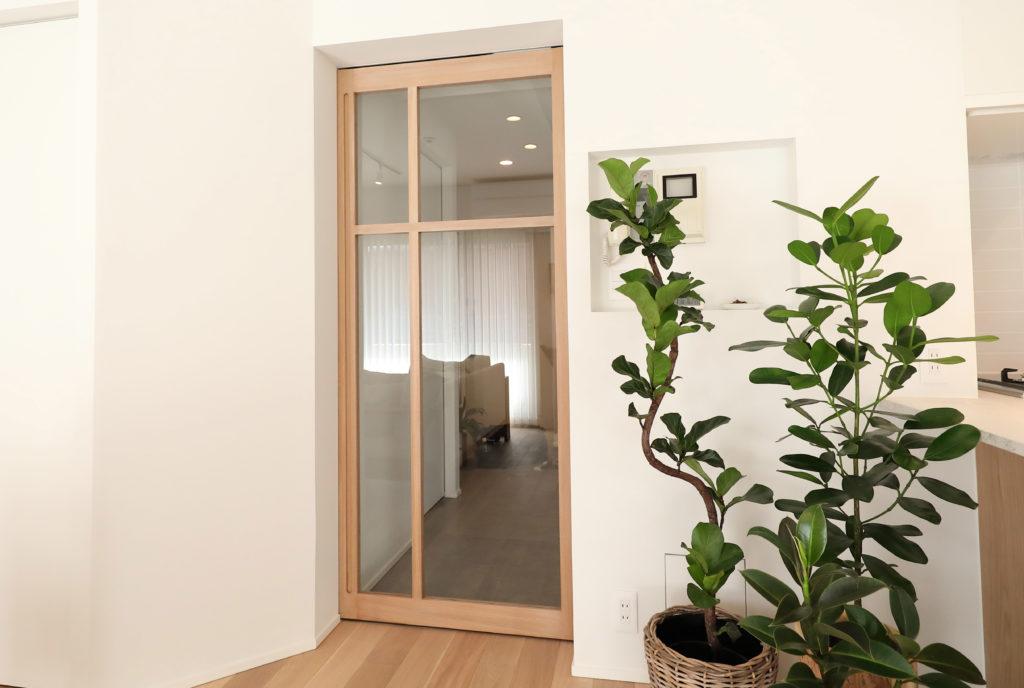 ガラスの大きなドア