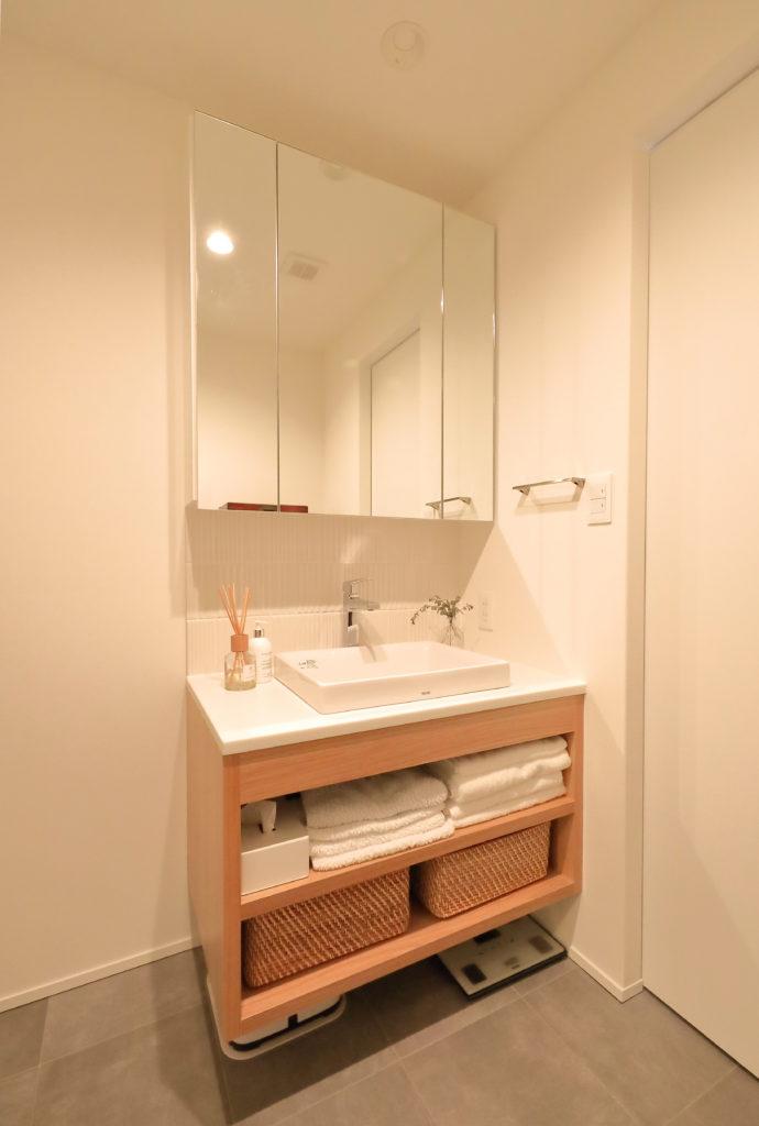 収納たっぷりの洗面化粧台