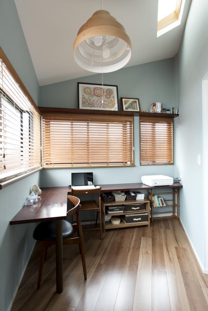 おしゃれな個室の書斎