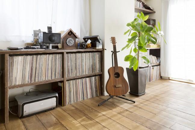 造作のレコード棚がある自慢の家