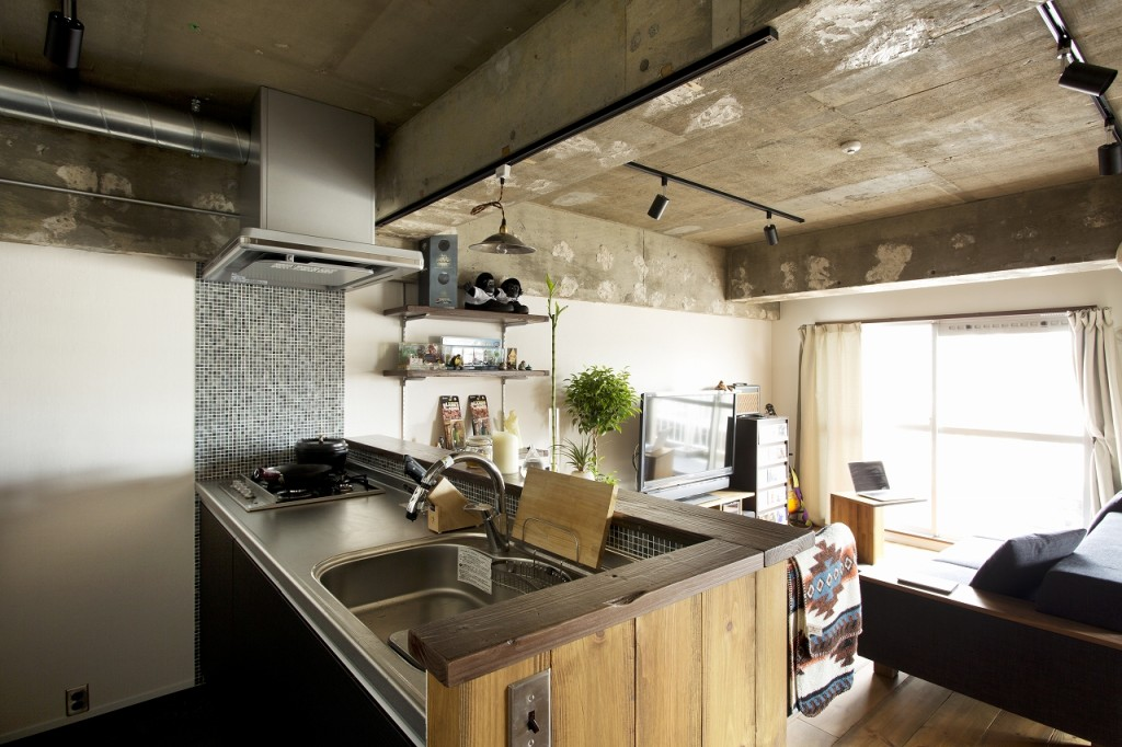 ダクトレール照明とコンクリート天井
