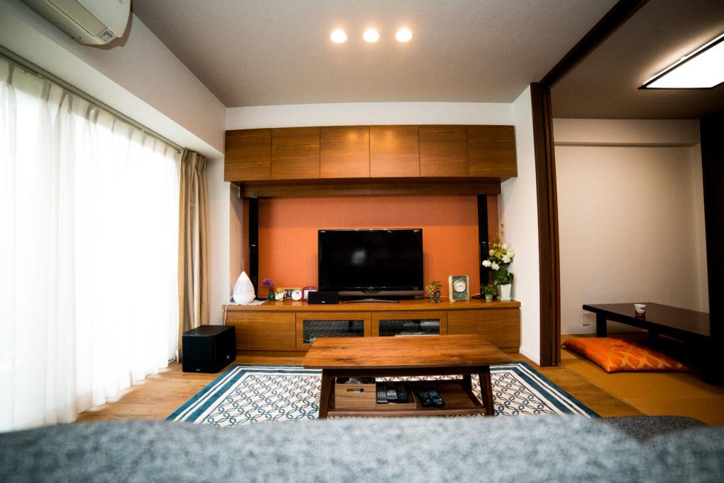 テレビ台も兼用の壁面収納