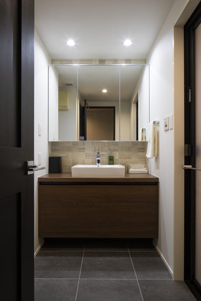 ダウンライトの洗面所