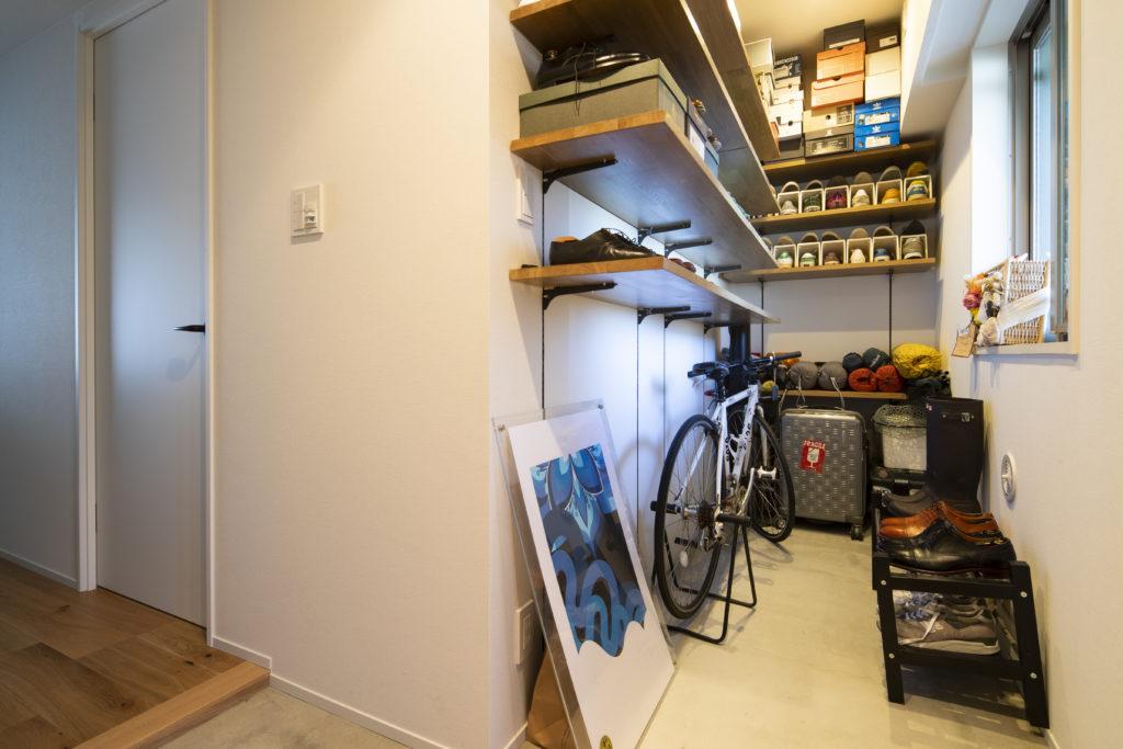 ロードバイクも置ける大型の玄関スペース