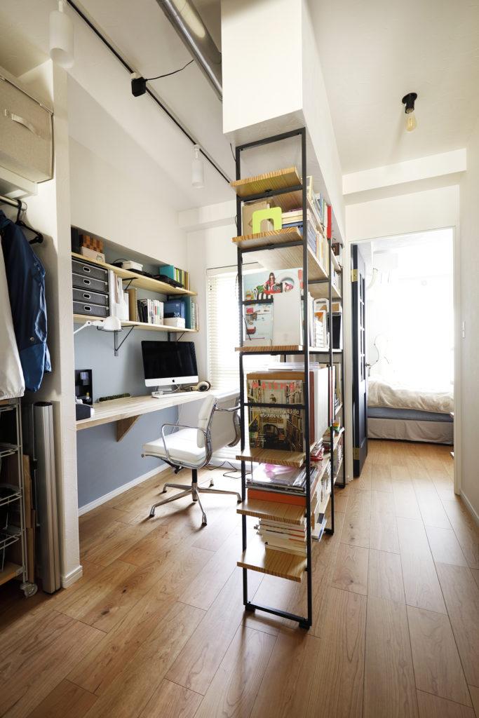 オープンクローゼット隣の書斎