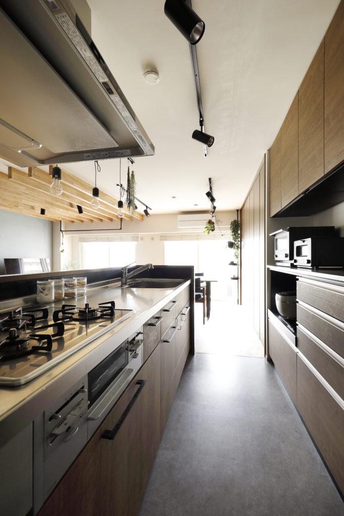 収納力と作業効率の高いキッチン