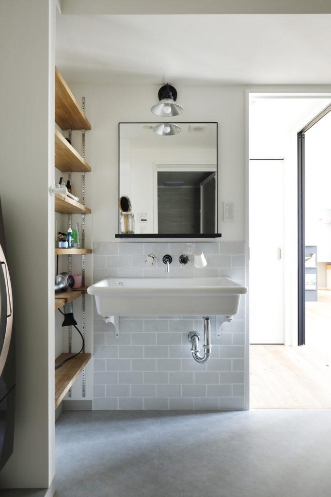明るく使いやすい洗面所