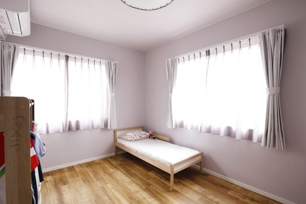 ナチュラルカラーの床を使った子供部屋