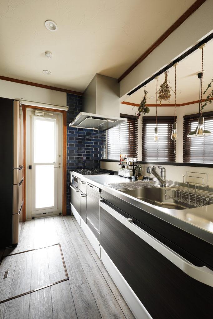 造作対面タイプのオープンキッチン