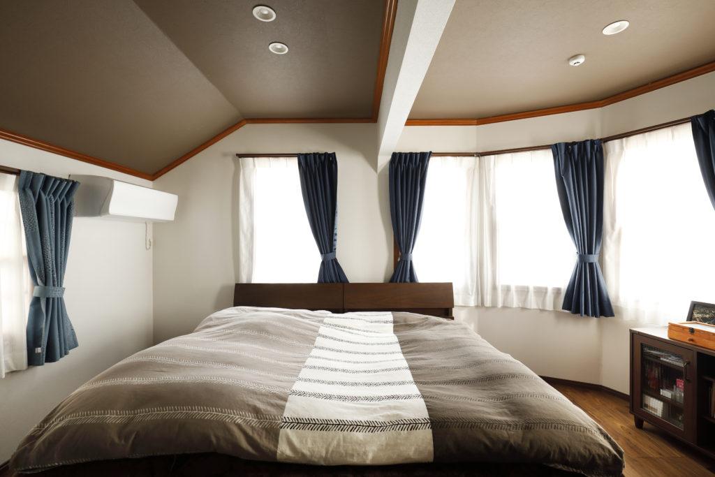 2部屋をつなげた広い寝室