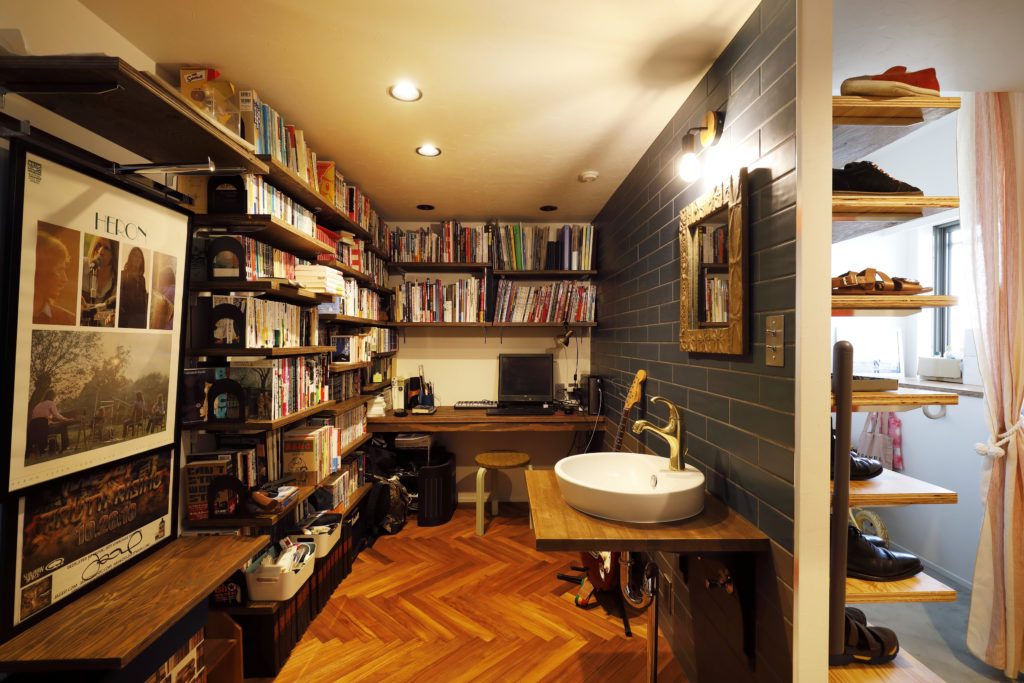 ほどよく個室感のある書斎