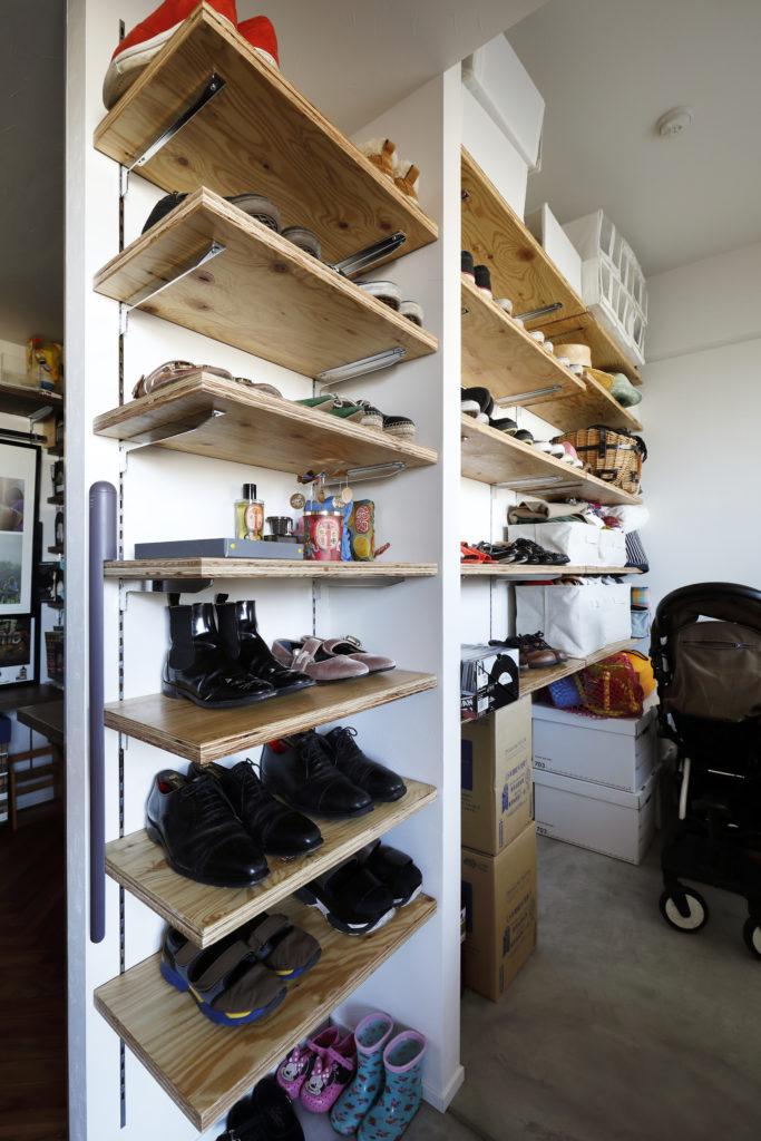 ベビーカーの収納にも便利な玄関土間収納