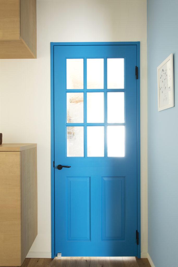 塗りつぶし塗装の室内ドア