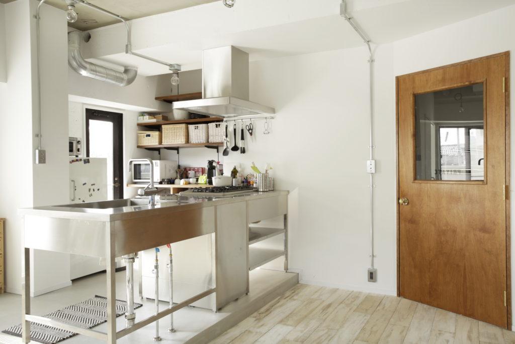 おしゃれなマンションのステンレスキッチン