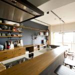 明るく清潔なキッチンカウンター