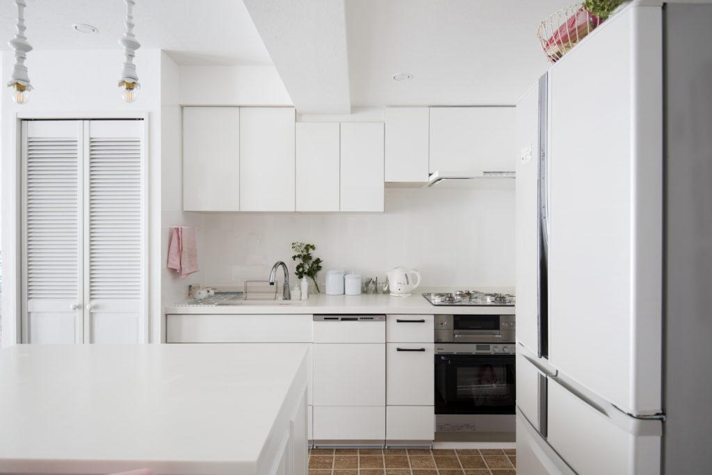 収納たっぷりのマンションキッチン