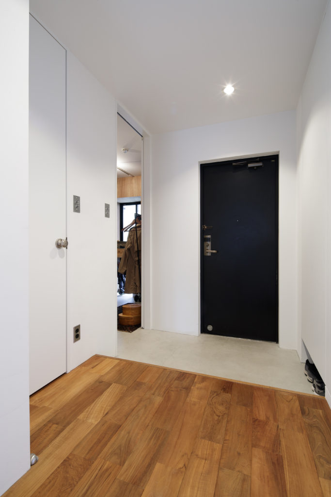 明るくて広いマンションの玄関