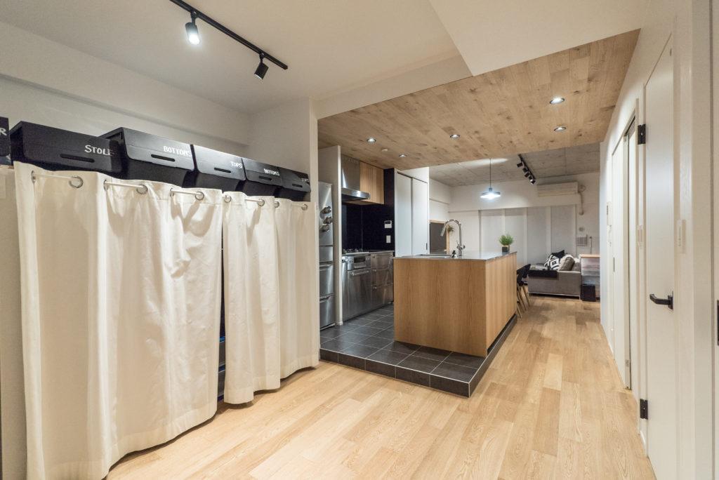 キッチン隣のオープンクローゼット