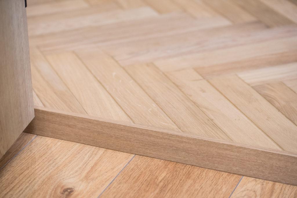 ヘリンボーン床の切り替え部分