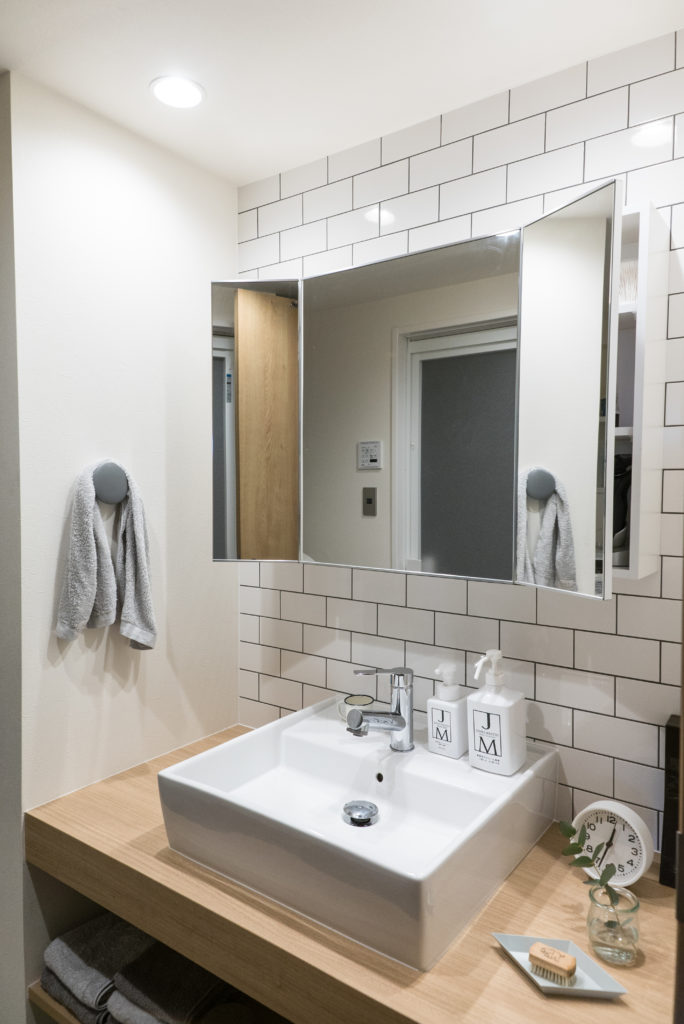 洗面化粧台のアクセントタイル