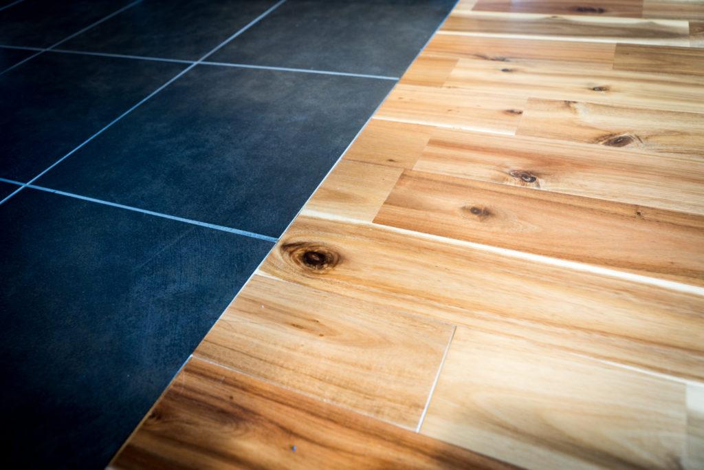 フローリングとタイル床の切り替え部分