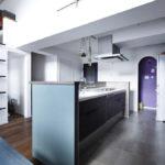 パントリー付きの便利なキッチン