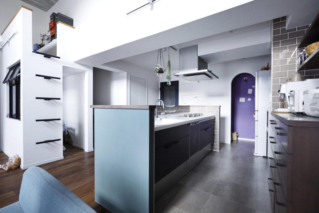 タイル床のキッチン