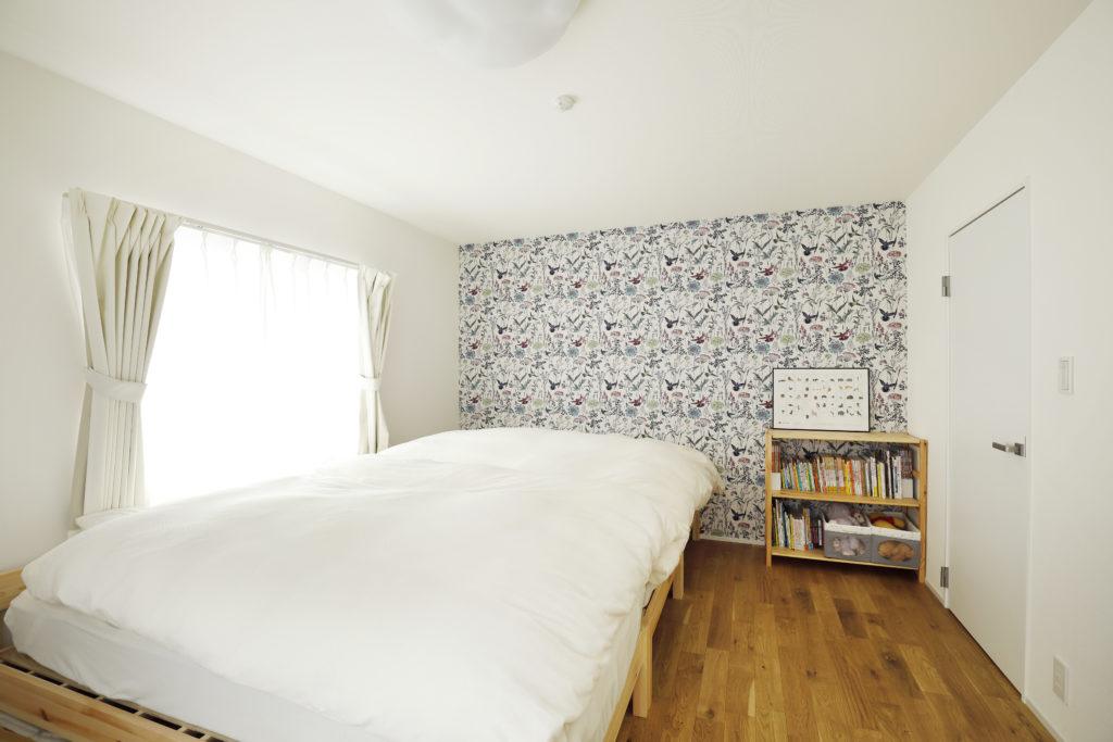 寝室の可愛い柄物のアクセントクロス