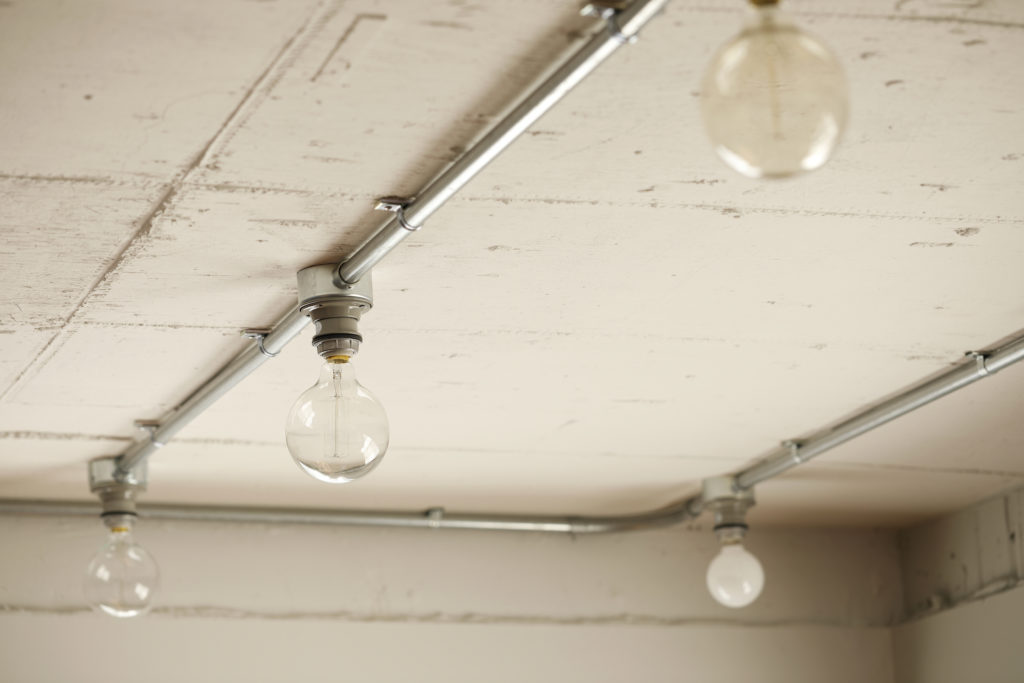 裸電球の天井