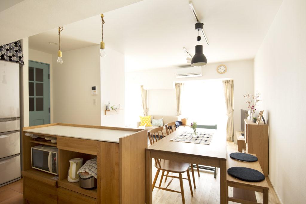家電も収納できるキッチンカウンター
