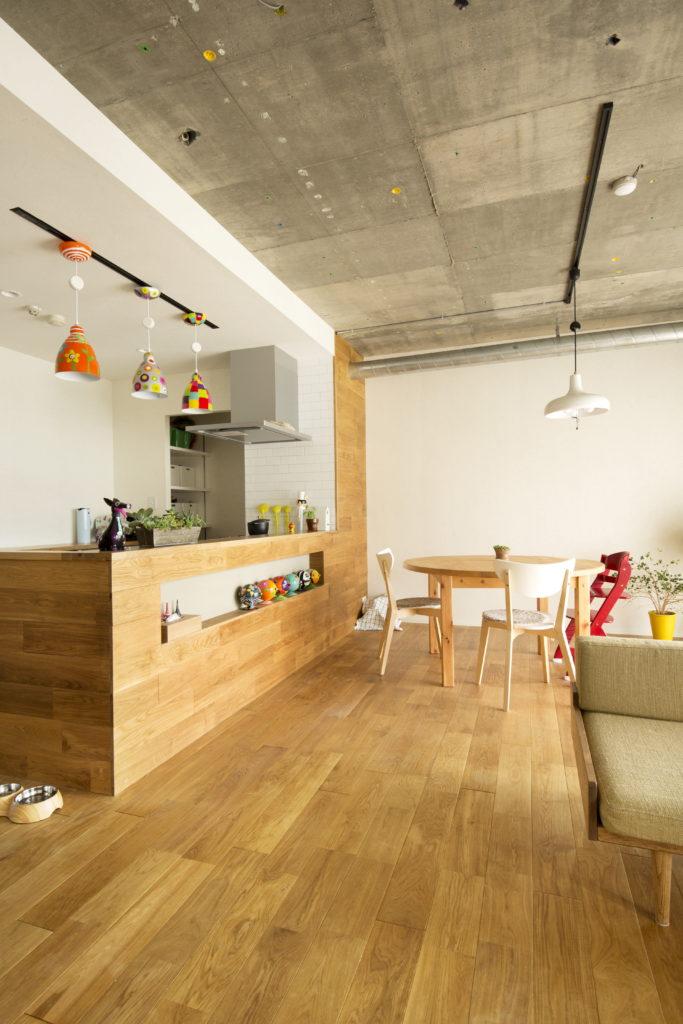 パントリーのあるオープンキッチン