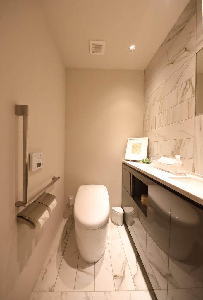 シンプルモダンで清潔感のあるトイレ