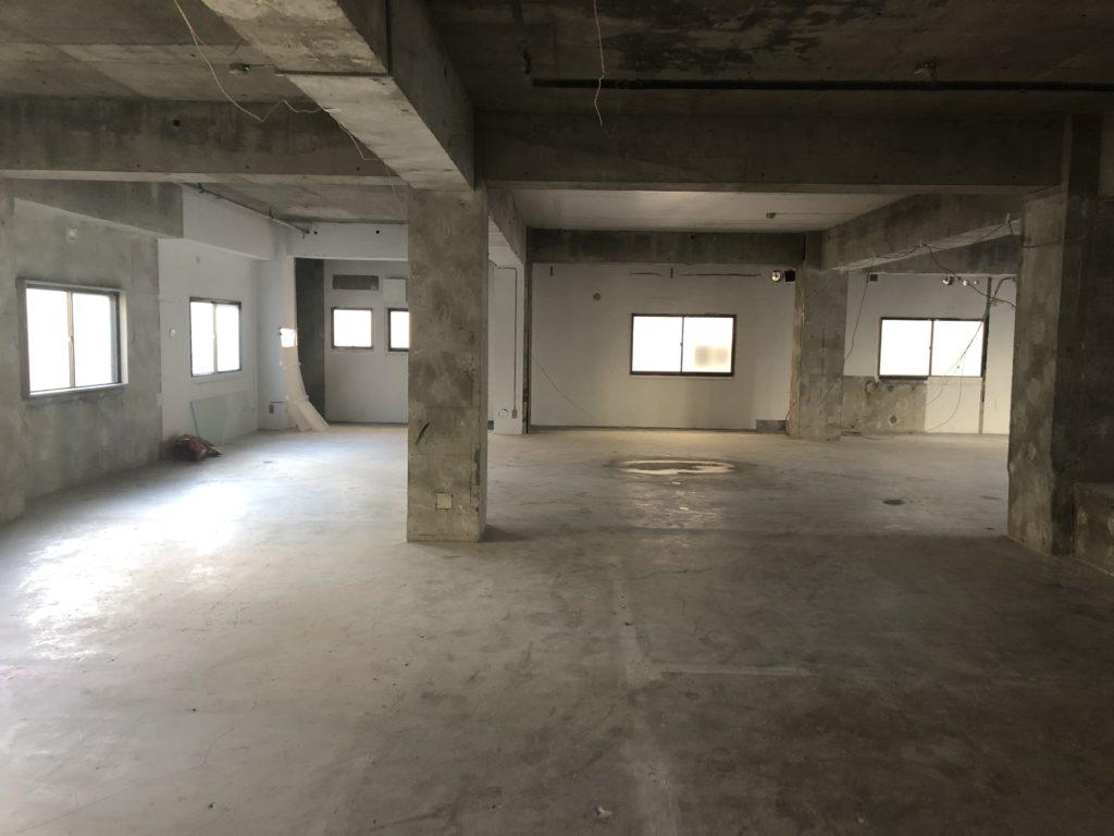 工事中のマンション内