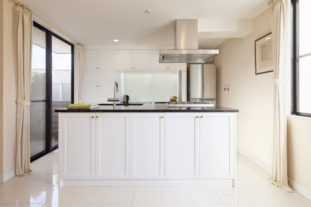 ホワイトがおしゃれな造作キッチン