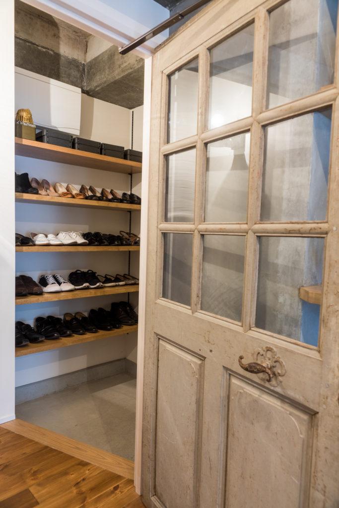 アンティークテイストの内装ドア