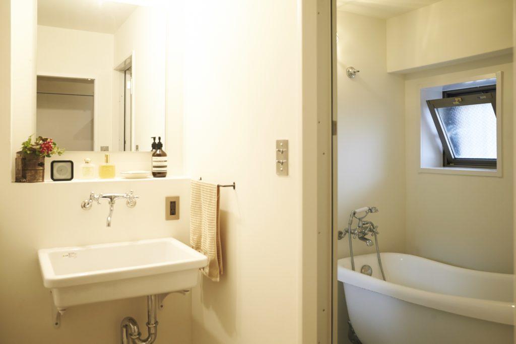 実験用シンクを採用した洗面所のリノベーション事例